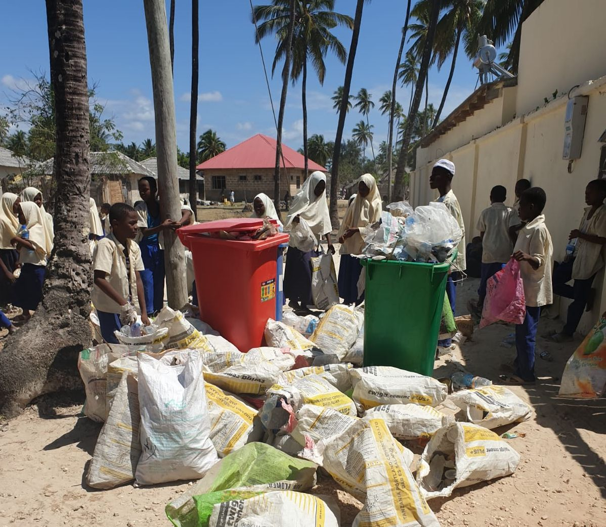 Crowdfunding platforms for municipal solid waste services delivery
